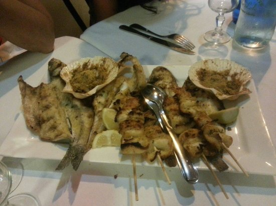 Da Lele: Mix grilled fish for 2.. delicious!!