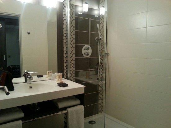 Best Western Plus Palais Des Congres: La salle de bains