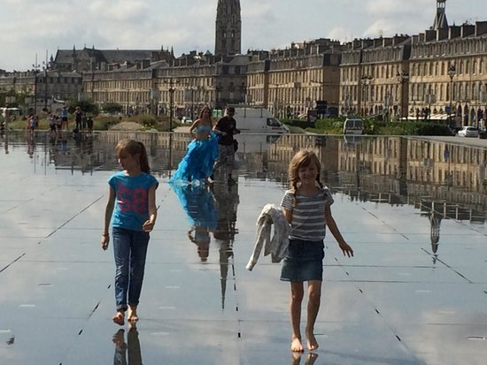 Miroir d'Eau : Daughters really enjoyed the visit and entertaining themselves in the water mirror!