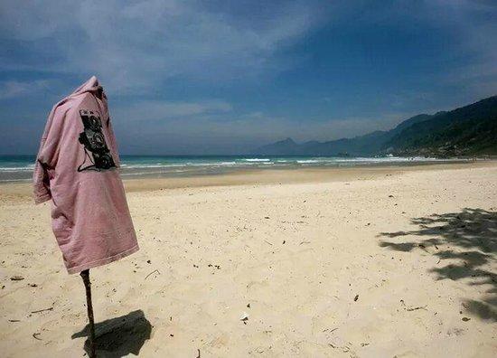 Lopes Mendes Beach: A camisa com a foto reflete um belo local para fotografia