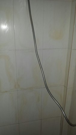 ‪‪Im Malis Hotel‬: Dirty shower‬