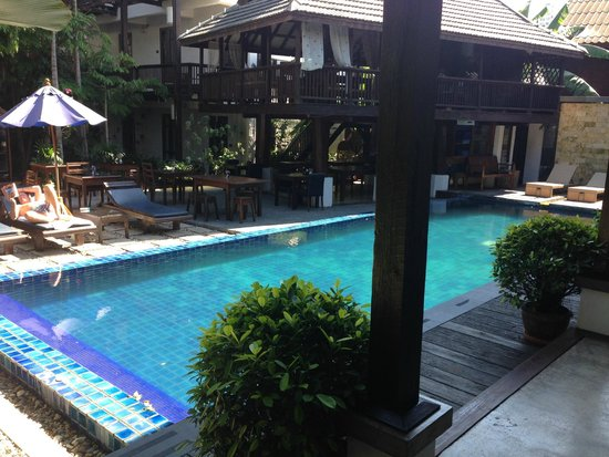 BanThai Village: Pool + restaurant