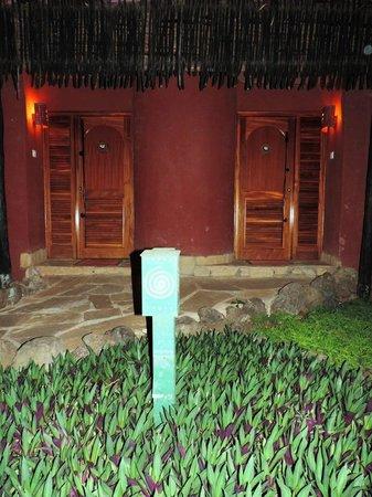 Amboseli Serena Safari Lodge: Вход в номера