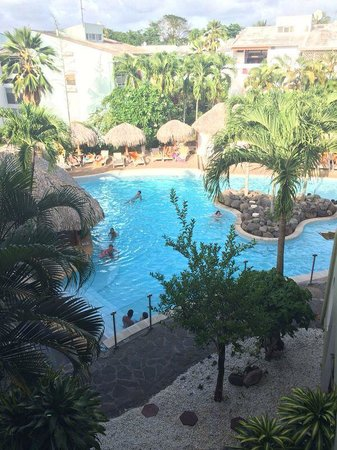Hotel La Pagerie: Vue de la chbre (piscine et son bar)
