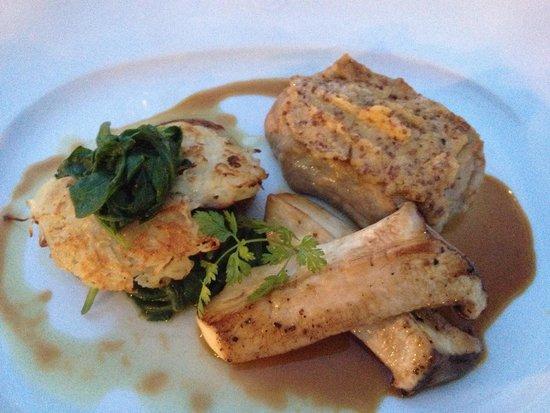 Henricus: Veal Steak with mushrooms
