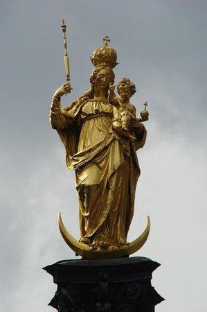 Marienplatz: Mariensäule Monumento a Maria de año 1628