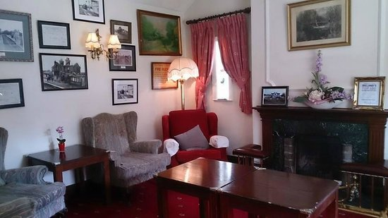 The Station House Hotel : parlor