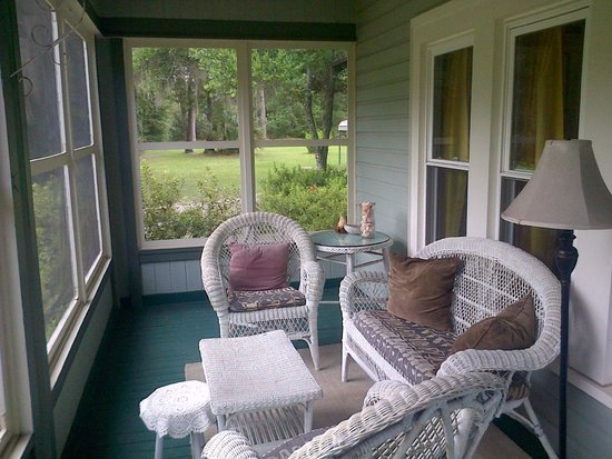 Inn at Folkston: Private conservatory room for relaxation.