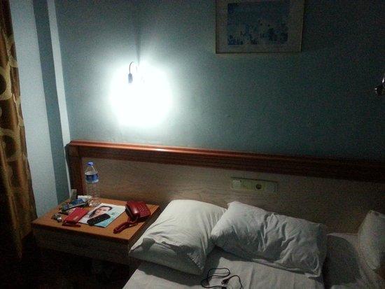 Kontes Beach Hotel: LED belysning som skapade allt annat än romantisk stämning