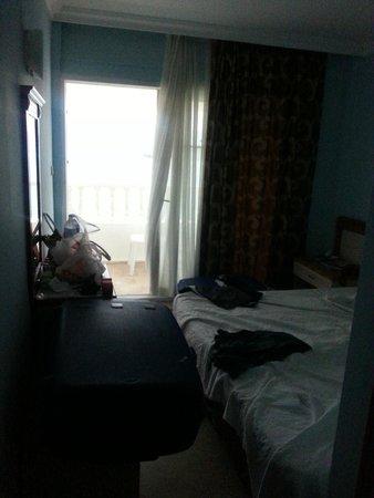 Kontes Beach Hotel: Här fick man gå in och backa ut, gick ej att mötas i gången