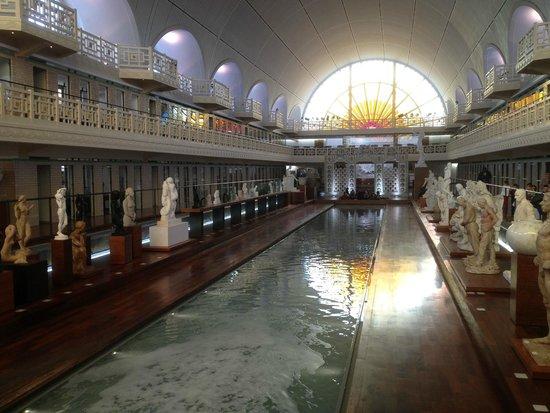 Musée La Piscine : Le bassin de La Piscine et ses galeries d'exposition