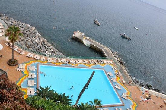Pestana Carlton Madeira: piscine du bas , avec accès sur la mer ouverte !