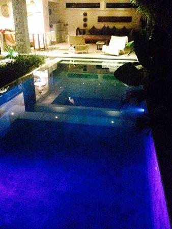 Villa Vishuddha: La piscina che si illuminava di diversi colori