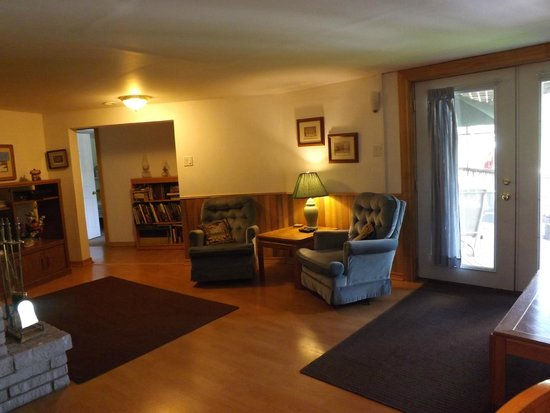 Sunnybrook Farm Garden-level Guest Suite: Living room