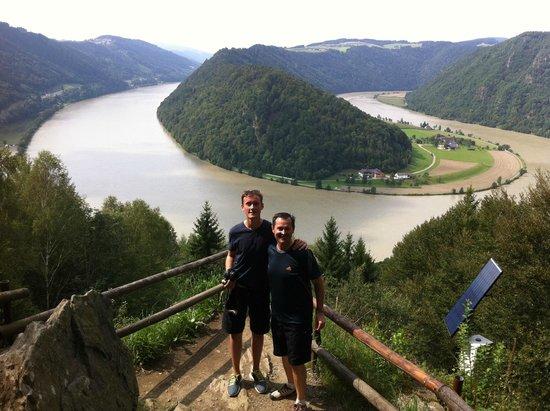 Donauradweg: View down from the Danube Loop lookout