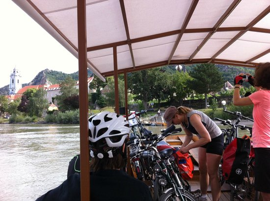 Donau Cycle Path : Cycle ferry across the river