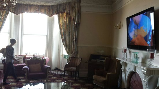 Balmoral Hotel: Lovely lounge area.