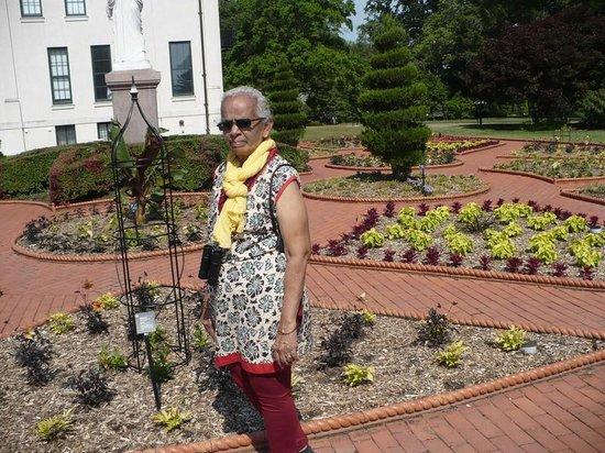 Missouri Botanical Garden: the victorian style garden