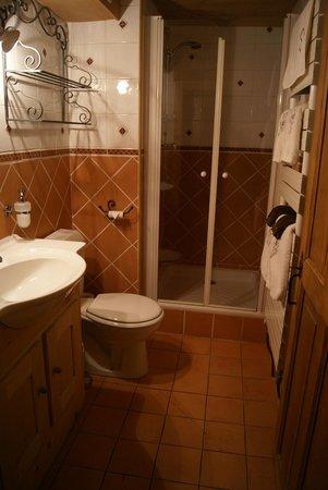 L'Anatase: Bathroom