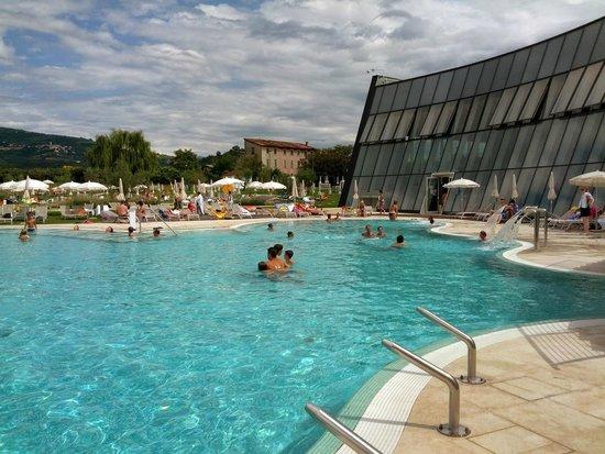 Aquardens piscina esterna 2 foto di aquardens le - Piscina g conti verona ...