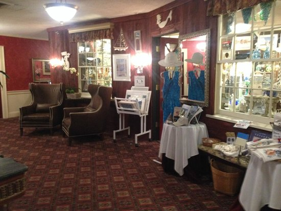 Dan'l Webster Inn & Spa : Gift Shop - stop in and say hello to Lynn!