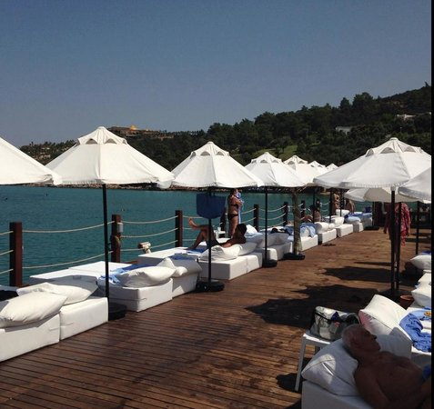 Rixos Premium Bodrum : the white beds at the sea!