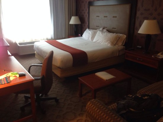 Holiday Inn Express Poughkeepsie: Very nice comfy room