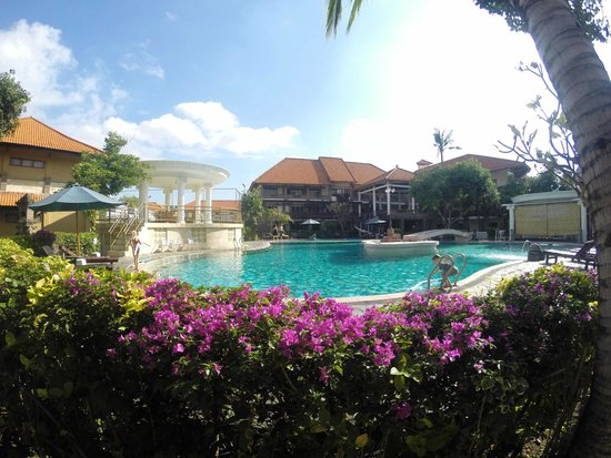 Melasti Legian Beach Resort & Spa: Swimming pool