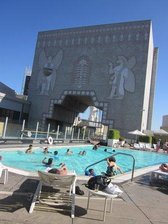 Loews Hollywood Hotel: Pool area