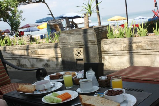Melasti Legian Beach Resort & Spa: Breakfast
