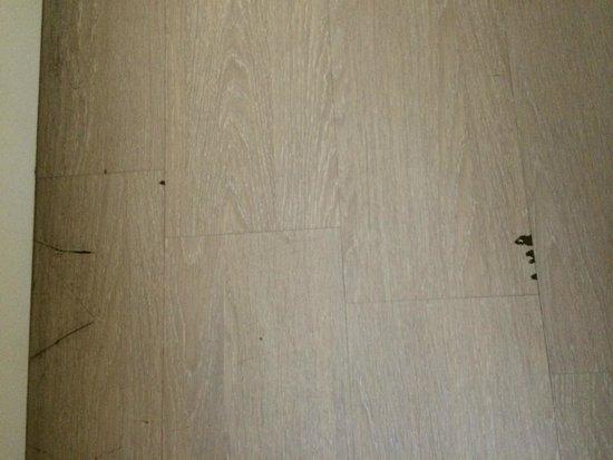 Club Blue Dreams: bedroom floor