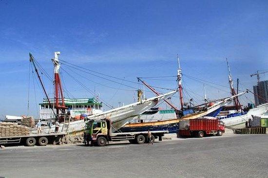 Sunda Kelapa Harbour : Jejeran kapal di dermaga