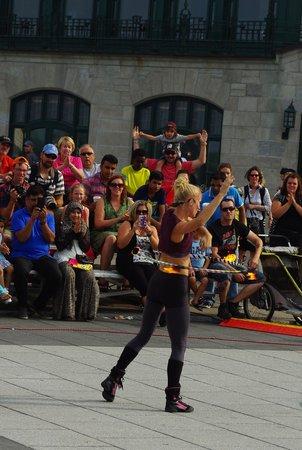 Terrasse Dufferin: Street performer