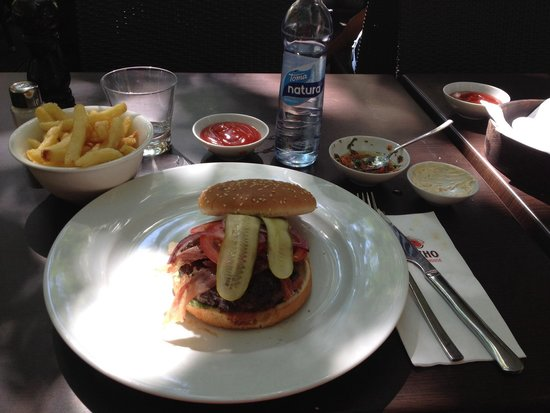 El Gaucho Argentinian Steakhouse: Fantastic delicious home Made hamburger!!!