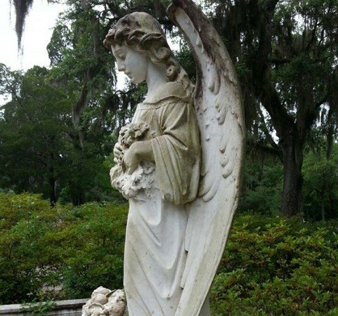Bonaventure Cemetery: Bonaventure Angel... Her expression looks different from each side