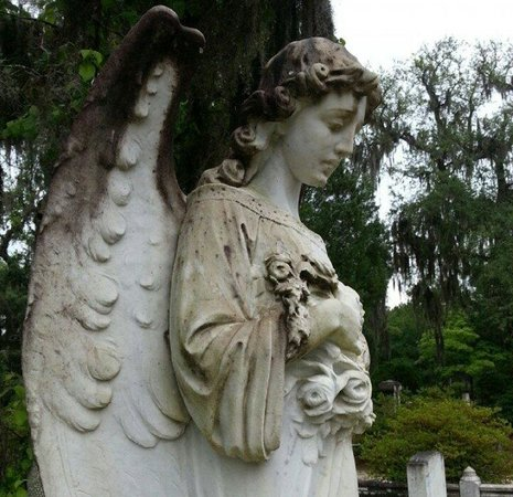 Bonaventure Cemetery: Bonaventure Angel, with a different expression from each angle.