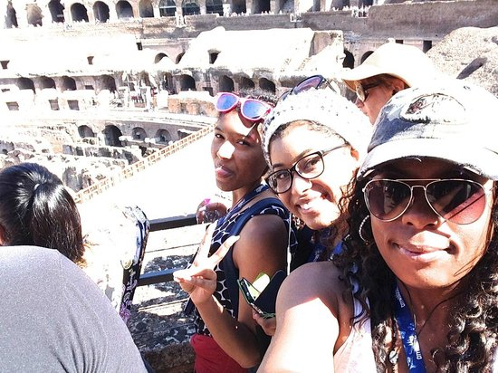 City Wonders: The girls! at the colosseo