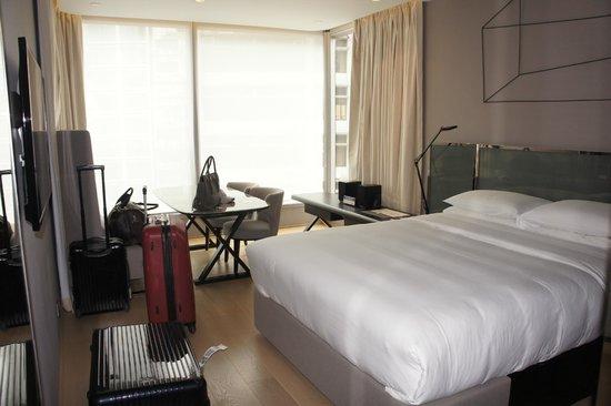 99 Bonham All Suite Hotel: Zimmer