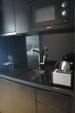 99 Bonham All Suite Hotel: Küche