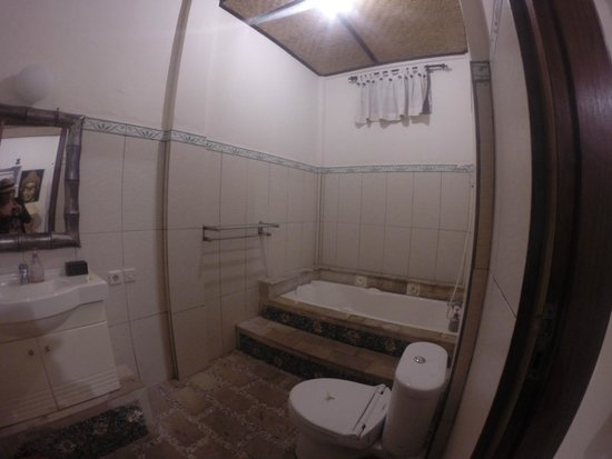 Suma Hotel Lovina Beach: Bathroom