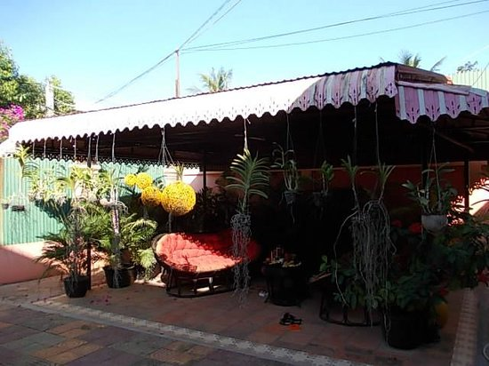 Serenite Guesthouse: La terrasse couverte