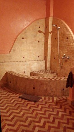 Riyad Al Atik : Bagno della stanza che da sulla terrazza panoramica