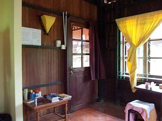 The Boat House : La chambre aux rideaux jaunes