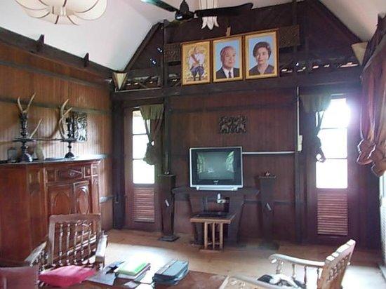 The Boat House : L'autre partie du salon avec tv et très bons films