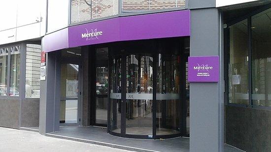 Mercure Paris Bercy Bibliotheque: entrada al hotel