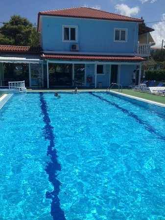 Achillion Apartments : pool
