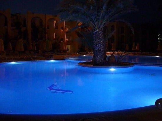 Eden Star Zarzis : vue  piscine le soir