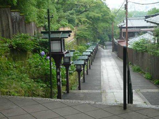 Chorakuji Temple : 黒い灯籠