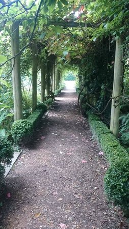 Myddelton House Gardens: Archway