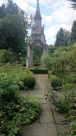 Myddelton House Gardens: Market cross
